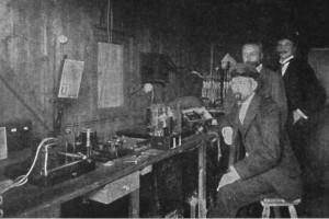 Bild 3. Adolf Köpsel, Ferdinand Braun und Jonathan Zenneck bei Versuchen zur Funkbrücke Cuxhaven – Helgoland am 24. September 1900. Bild: Wikipedia