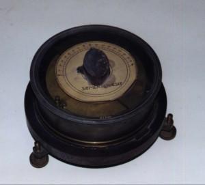 """Bild 4. Der angeblich """"erste"""" Drehkondensator von Koepsel im Deutschen Museum ist offensichtlich ein er von vielen Exemplaren, die 1901/1902 bei Siemens zu Experimentierzwecken gebaut wurden. Bild: Peter von Bechen"""