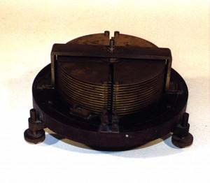 """Bild 5. Das """"Innenleben"""" des im Deutschen Museum befindlichen Siemens-Drehkondensators entspricht weitgehend der Marconi-Konstruktion. Bild: Peter von Bechen"""