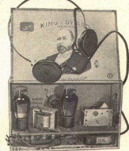 """Bild 3. Der """"Two-Tube Portable Emergency Receiver"""" ist in einer Zigarrenkiste eingebaut."""